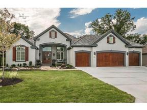 Property for sale at 6049 Southlake Drive, Parkville,  Missouri 64152