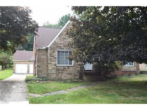 Property for sale at 176 East Ridgewood Dr, Seven Hills,  OH 44131
