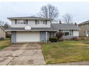 Property for sale at 1905 Camberly Dr, Lyndhurst,  Ohio 44124